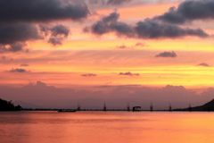 Bello tramonto nel lago di songkhla Immagine Stock