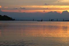 Bello tramonto nel lago di songkhla Fotografie Stock Libere da Diritti