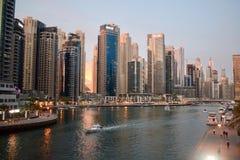 Bello tramonto nel porticciolo UAE del Dubai fotografia stock libera da diritti