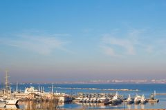 Bello tramonto nel porto marittimo di Odessa l'ucraina immagine stock