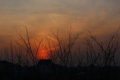 Bello tramonto nel villaggio Immagini Stock Libere da Diritti