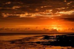 Bello tramonto nell'oceano Immagine Stock