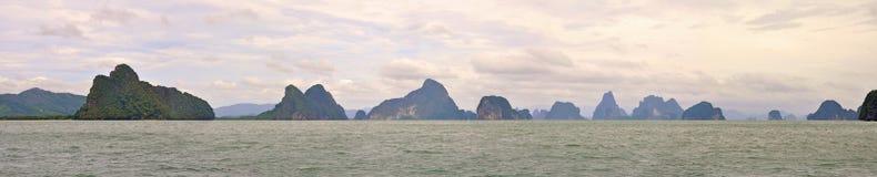 Bello tramonto nella baia di Phang Nga. La Tailandia Immagini Stock Libere da Diritti