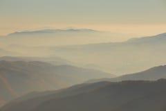 Bello tramonto nelle montagne Fotografie Stock Libere da Diritti