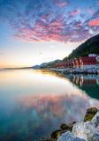 Bello tramonto norvegese dalla costa di Jorpeland, Norvegia immagini stock