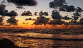 Bello tramonto rosso dell'oceano Fotografia Stock Libera da Diritti