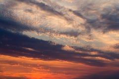 Bello tramonto sopra il lago Immagini Stock
