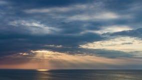 Bello tramonto sopra il Mar Baltico di estate, Polonia archivi video