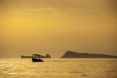 Bello tramonto sopra il mare Immagini Stock Libere da Diritti