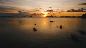 Bello tramonto sopra il mare, vista aerea stock footage