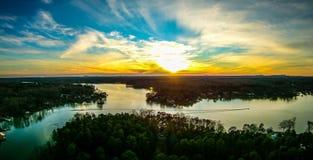 Bello tramonto sopra il wylie Carolina del Sud del lago Immagine Stock Libera da Diritti