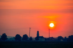 Bello tramonto sopra la chiesa Fotografie Stock Libere da Diritti