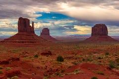 Bello tramonto sopra la valle iconica del monumento, Arizona Fotografia Stock