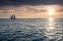 Bello tramonto sopra le acque dell'oceano di Key West Florida Fotografia Stock Libera da Diritti