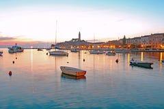 Bello tramonto sopra Rovigno, Croazia Fotografie Stock Libere da Diritti