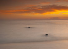 Bello tramonto sopra un oceano Immagini Stock