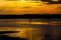 Bello tramonto sul fiume Inondazione, alta marea in Desna Fotografia Stock