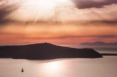 Bello tramonto sull'isola di Santorini, Grecia Fotografia Stock Libera da Diritti