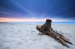 Bello tramonto sulla spiaggia Fotografia Stock Libera da Diritti