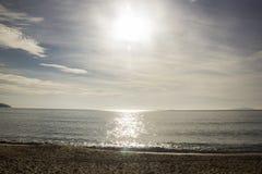 Bello tramonto sulla spiaggia di Caraguatatuba, costa del nord della t Immagini Stock Libere da Diritti