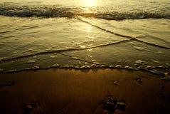Bello tramonto sulla spiaggia (Israele) Sera molto piacevole Fotografia Stock Libera da Diritti