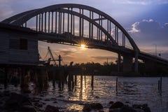 Bello tramonto vicino al fiume Malesia di Kedah dove tutto il pescatore in tensione Fotografia Stock Libera da Diritti