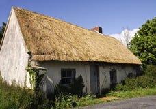 Bello vecchio cottage thatched Fotografia Stock Libera da Diritti