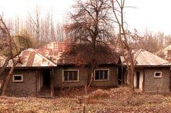 bello vecchio edificio scolastico abbandonato fotografia stock