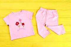 Bello vestito del cotone della neonata Immagini Stock