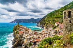 Bello villaggio del pescatore di Vernazza a Cinque Terre, Italia Immagine Stock