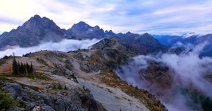 Bello Washington Autumn Nature Scenery - traccia del ciclo del passaggio dell'acero immagini stock libere da diritti