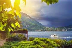 Bello waterscape della linea costiera della città di Varenna dell'italiano Fotografia Stock Libera da Diritti