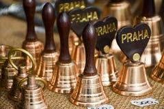 Bells à vendre dans la vieille ville Prague, République Tchèque Image libre de droits