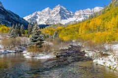 Bells et crique marron en Autumn Snow Photographie stock