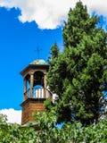 belltower山老电烫俄国空白木 Theotokos的Dormition的寺庙 免版税库存照片