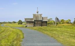 belltower教会墓地海岛preobrazhenskiy卡累利阿的kizhi 免版税库存照片