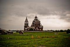belltower教会墓地海岛preobrazhenskiy卡累利阿的kizhi 库存图片