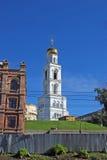 Belltower монастыря Iversky самары с церковью ворот ради прелат Николас Wonderworker в солнечном d стоковое изображение