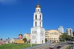 Belltower av Samara Iversky Monastery i den soliga dagen samara Royaltyfri Bild