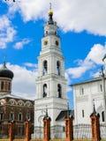 Belltower av uppståndelsedomkyrkan i den Volokolamsk Kreml, Moskvaregion royaltyfria bilder