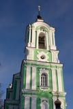 Belltower d'église de Troitse-Tikhvinskaya, Dmitrov Images libres de droits