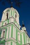 Belltower d'église de Troitse-Tikhvinskaya, Dmitrov Image stock