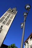 Belltower de cathédrale de Giralda de La en Séville Image stock