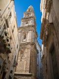 Belltower de la catedral de Monopoli. Apulia. foto de archivo libre de regalías