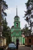 Belltower de la iglesia de Saint Sabbas venerable de Storozhi Balashikha, distrito Zarya, región de Moscú imagen de archivo libre de regalías