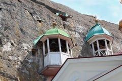 Belltower de un monasterio de la cueva imagen de archivo