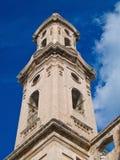 Belltower del convento del St. Leonard. Monopoli. Apulia fotografía de archivo libre de regalías