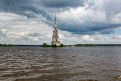 Belltower del St Nicholas Cathedral, Kalyazin, Rusia Imágenes de archivo libres de regalías