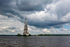 Belltower della st Nicholas Cathedral, Kalyazin, Russia Fotografie Stock Libere da Diritti