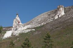 Belltower i jamy świątynia w klasztorze w Kostomarovo zdjęcia stock